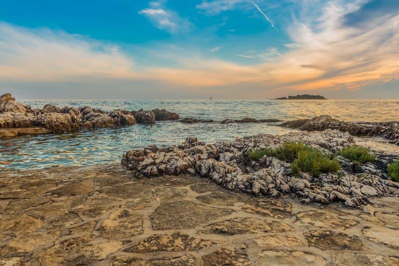 Άποψη του όμορφου ηλιοβασιλέματος επάνω από την αδριατική θάλασσα στοκ φωτογραφία με δικαίωμα ελεύθερης χρήσης
