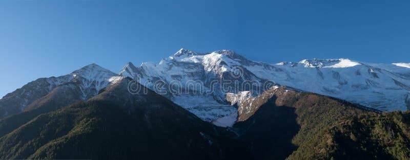 Άποψη του annapurna ΙΙ αιχμή, οδοιπορικό κυκλωμάτων annapurna, Νεπάλ στοκ φωτογραφίες με δικαίωμα ελεύθερης χρήσης