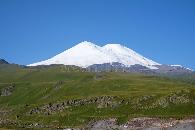 Άποψη του Elbrus στοκ εικόνες
