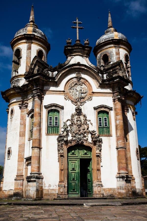 Άποψη του Igreja de Σαν Φραντσίσκο de Assis της πόλης παγκόσμιων κληρονομιών της ΟΥΝΕΣΚΟ του preto ouro στα gerais Βραζιλία του Mi στοκ εικόνα με δικαίωμα ελεύθερης χρήσης