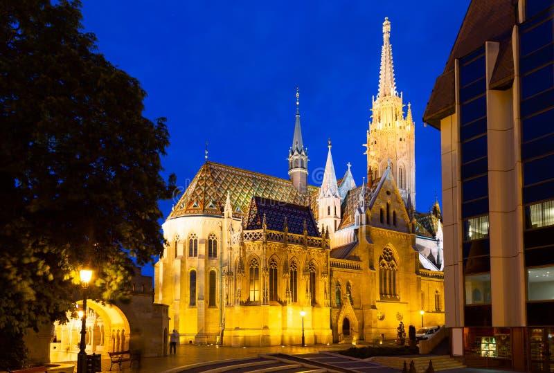 Άποψη του Matthias Church κατά τη διάρκεια της μπλε ώρας, Ρωμαίος - καθολική εκκλησία που βρίσκεται στη Βουδαπέστη, Ουγγαρία μέσα στοκ φωτογραφίες