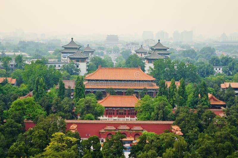 Άποψη του misty Πεκίνου από το πάρκο Beihai στοκ φωτογραφία με δικαίωμα ελεύθερης χρήσης