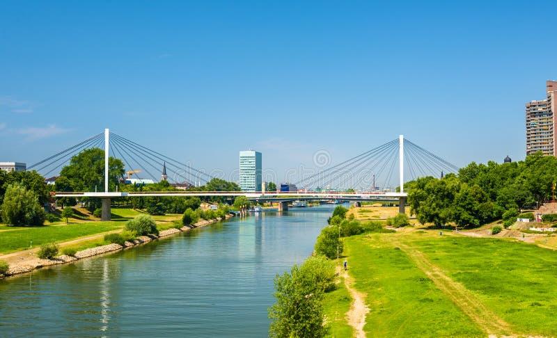 Άποψη του Neckar ποταμού στο Μανχάιμ στοκ φωτογραφία