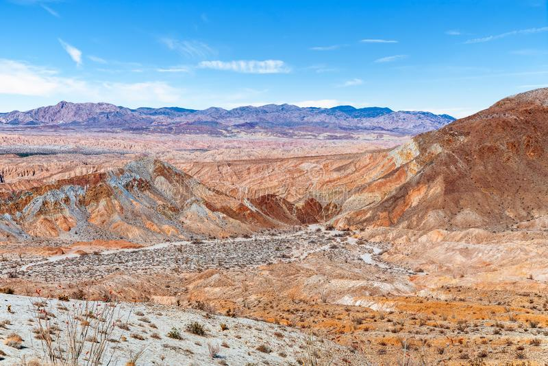 Άποψη των ζωηρόχρωμων badlands στο κρατικό πάρκο ερήμων Anza Borrego Καλιφόρνια ΗΠΑ στοκ εικόνα