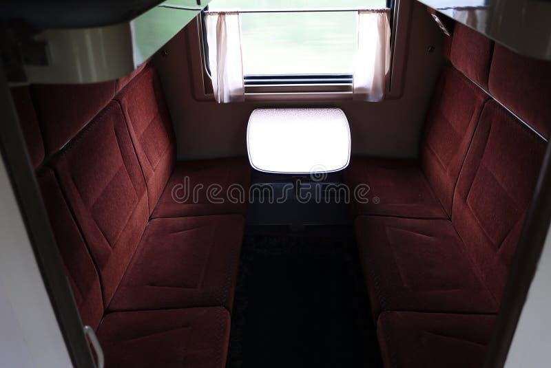 Άποψη των θέσεων ύπνου σε ένα αυτοκίνητο διαμερισμάτων r στοκ εικόνες