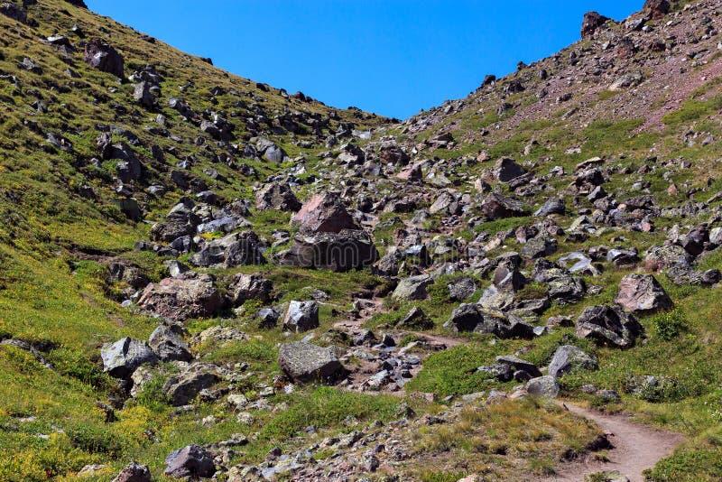 Άποψη των λόφων του υποστηρίγματος Elbrus Βόρειος Καύκασος, Ρωσία στοκ φωτογραφία με δικαίωμα ελεύθερης χρήσης