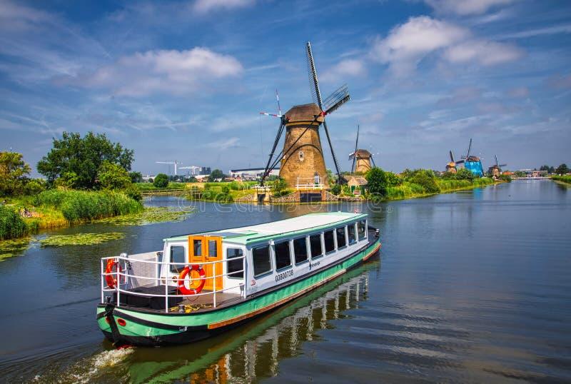 Άποψη των παραδοσιακών ανεμόμυλων σε Kinderdijk, οι Κάτω Χώρες στοκ εικόνες με δικαίωμα ελεύθερης χρήσης