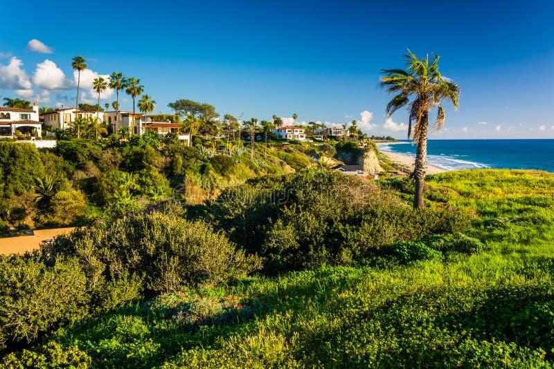 Άποψη των σπιτιών και του Ειρηνικού Ωκεανού στοκ εικόνα με δικαίωμα ελεύθερης χρήσης