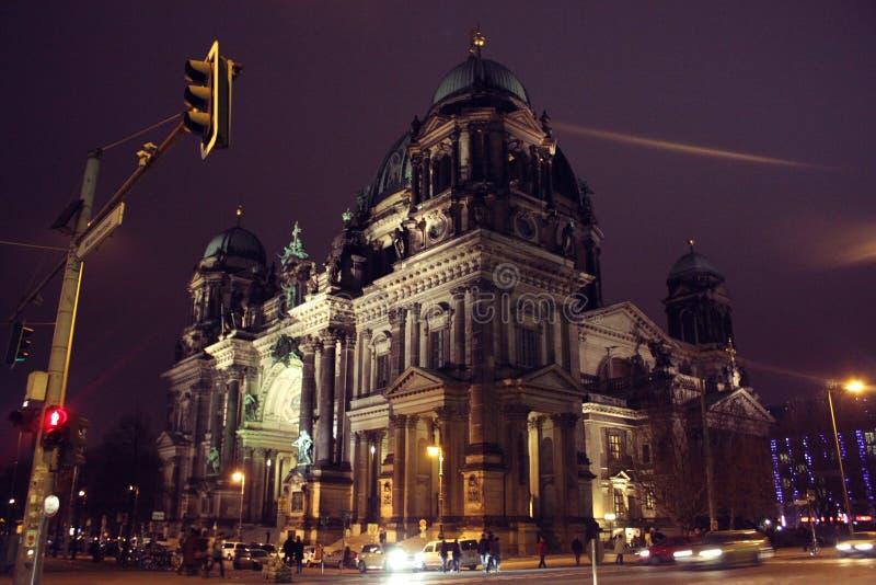 Άποψη των όμορφων από το Βερολίνο DOM καθεδρικών ναών του Βερολίνου στοκ φωτογραφίες