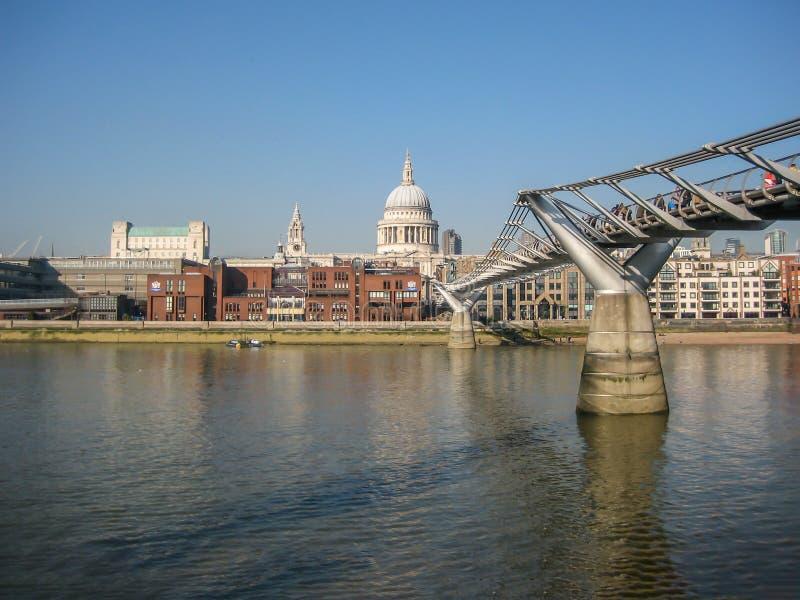 Άποψη των όχθεων του ποταμού Τάμεσης, στο Λονδίνο, UK στοκ εικόνες με δικαίωμα ελεύθερης χρήσης