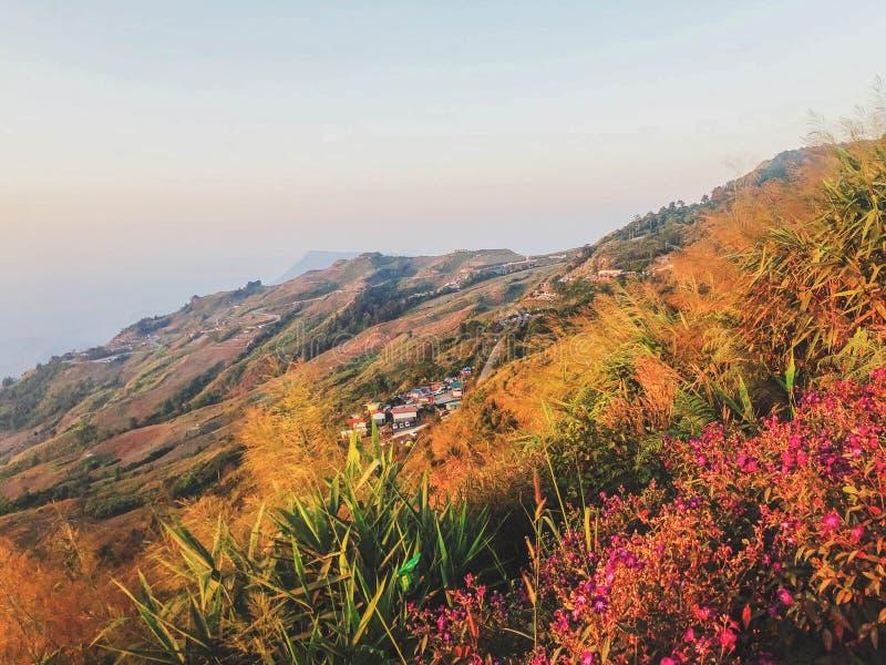 Άποψη υψηλών βουνών στοκ εικόνες με δικαίωμα ελεύθερης χρήσης