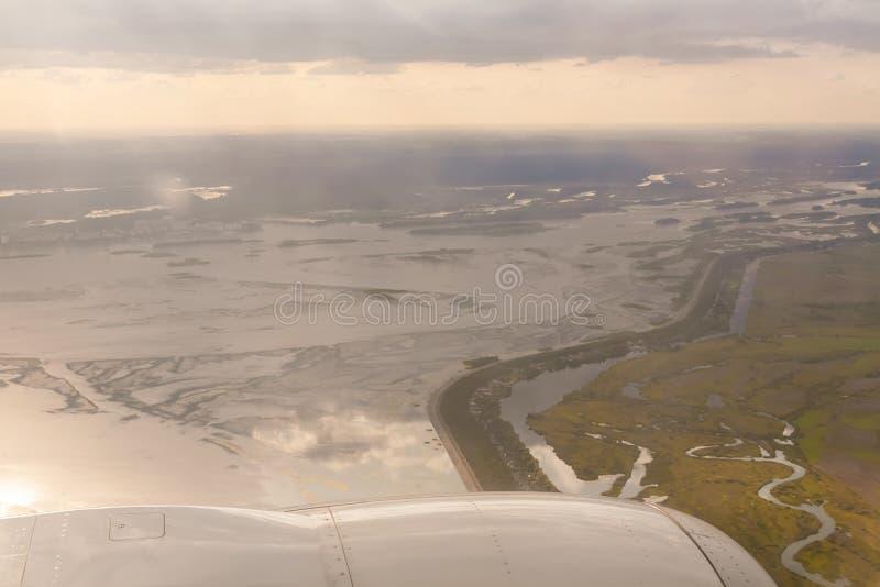 Άποψη φτερών γης και αεροπλάνων στοκ εικόνες