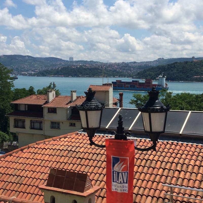 Άποψη Bosphorus από το μουσείο τουλιπών στη Ιστανμπούλ στοκ φωτογραφία με δικαίωμα ελεύθερης χρήσης