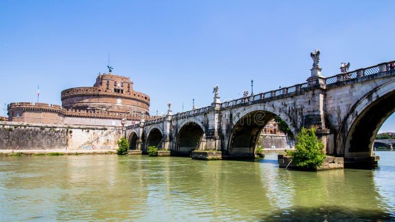 Άποψη Castel Sant'Angelo από κάτω από τη γέφυρα, Ρώμη, Ιταλία στοκ φωτογραφίες