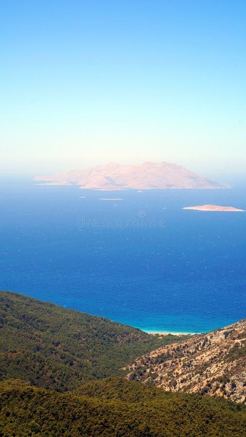 Άποψη Chalki από Rhodos στοκ εικόνα
