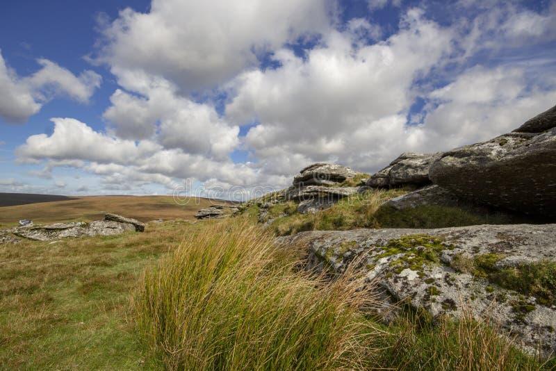 Άποψη Dartmoor από την τραχιά σκαπάνη στοκ εικόνα