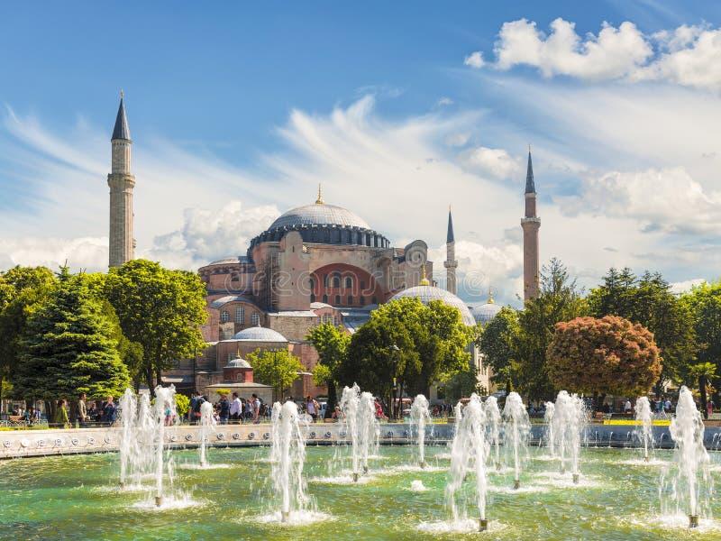 Άποψη Hagia Sophia και της πηγής στο ιστορικό κέντρο της Ιστανμπούλ, στοκ φωτογραφία με δικαίωμα ελεύθερης χρήσης