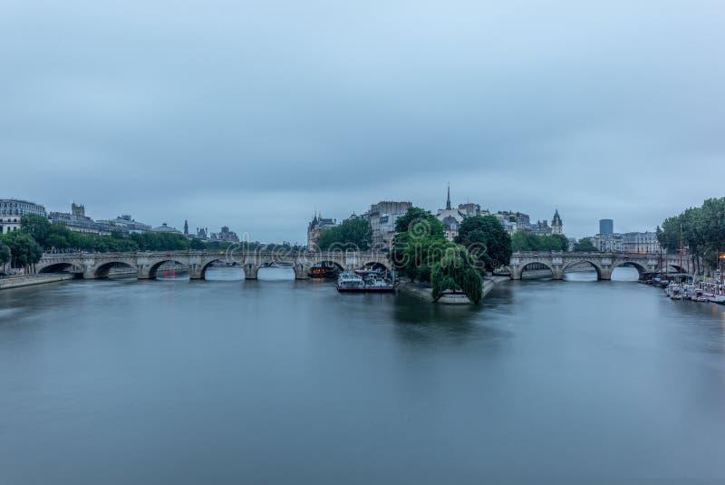 Άποψη Ile de Λα Cite και του Pont-Neuf στο Παρίσι στοκ εικόνες