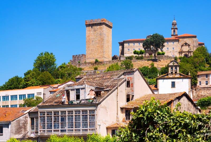 Άποψη Monforte de Lemos με το κάστρο Γαλικία στοκ φωτογραφίες