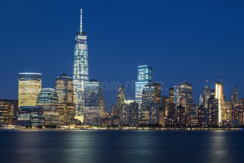 Άποψη NYC τή νύχτα στοκ φωτογραφία με δικαίωμα ελεύθερης χρήσης
