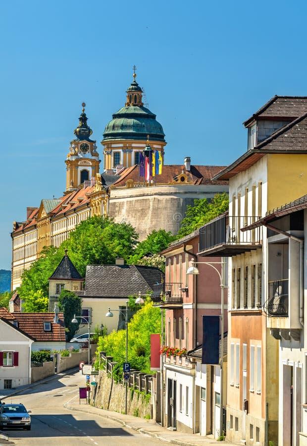 Άποψη Stift Melk, ένα Benedictine αβαείο επάνω από την πόλη Melk στην Αυστρία στοκ εικόνες