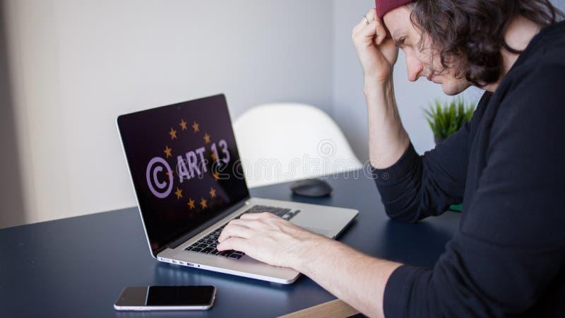 Άρθρο 13 η τροποποίηση στα απαγορευμένα υλικά μέσων της ΕΕ νομοθεσία στοκ φωτογραφία με δικαίωμα ελεύθερης χρήσης