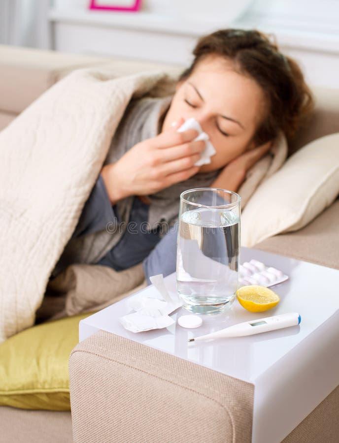 Άρρωστη γυναίκα. Γρίπη στοκ φωτογραφίες με δικαίωμα ελεύθερης χρήσης