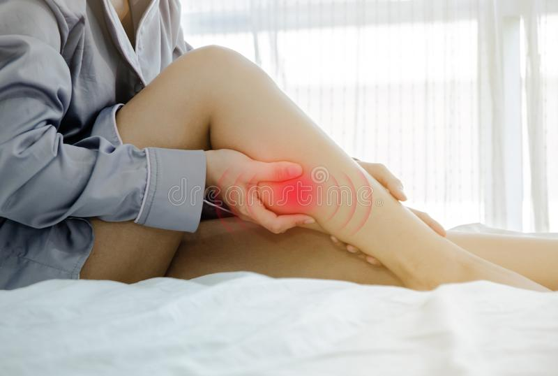 Άρρωστη γυναίκα με τον πόνο στοκ εικόνες με δικαίωμα ελεύθερης χρήσης