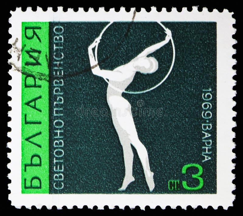 Άσκηση με τη στεφάνη, καλλιτεχνική γυμναστική παγκόσμιων πρωταθλημάτων στη Βάρνα serie, circa 1969 στοκ φωτογραφίες