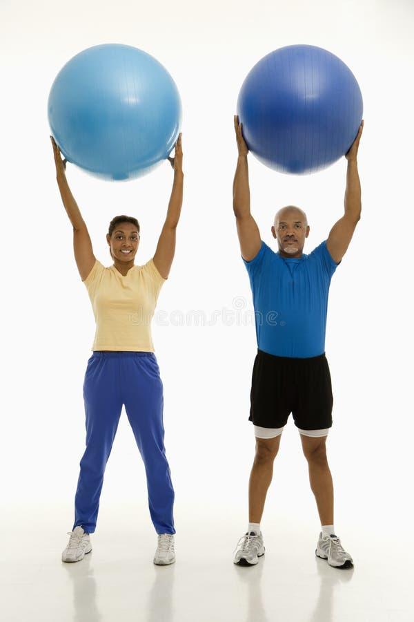 άσκηση της γυναίκας ανδρών στοκ φωτογραφία