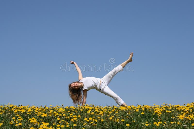 άσκηση του χαμόγελου κοριτσιών στοκ φωτογραφία με δικαίωμα ελεύθερης χρήσης