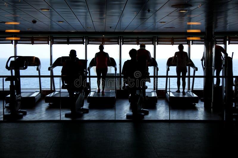 άσκηση των ανθρώπων γυμνασ&t στοκ εικόνα με δικαίωμα ελεύθερης χρήσης