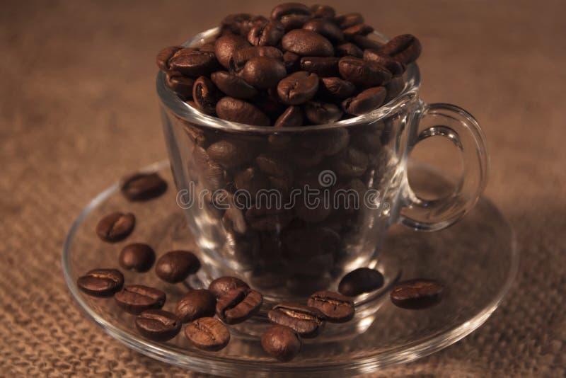 Άσπρα αρωματικά σιτάρια φλυτζανιών και καφέ καφετιού στοκ εικόνα