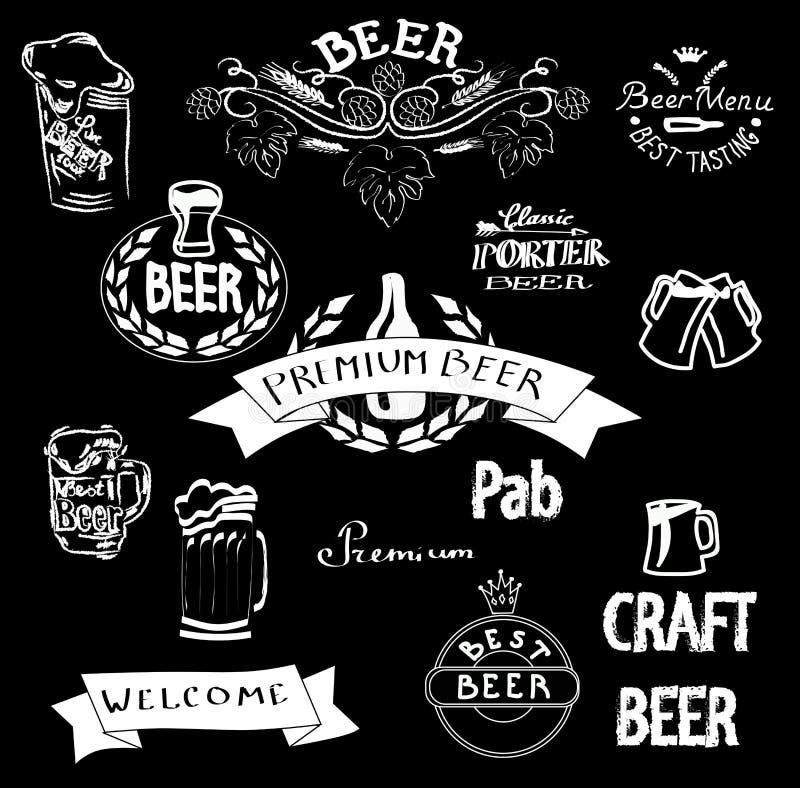 Άσπρα εμβλήματα έργου τέχνης κιμωλίας διανυσματικά για το φραγμό μπύρας απεικόνιση αποθεμάτων