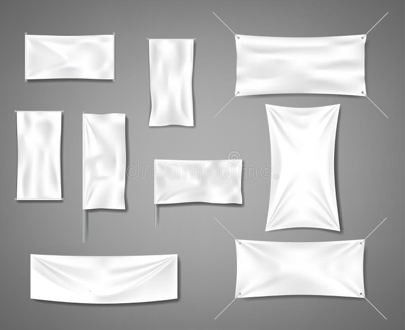 Άσπρα κενά υφαντικά εμβλήματα υφάσματος για τη διαφήμιση με τις πτυχές Κενά ομαλά πρότυπα αφισών ή αφισσών σημαιών βαμβακιού καθο απεικόνιση αποθεμάτων