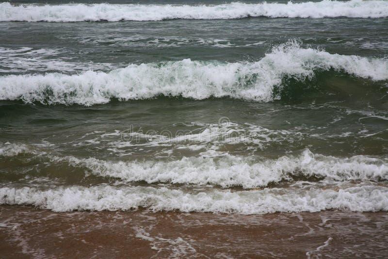 Άσπρα κύματα στη θάλασσα στοκ εικόνα