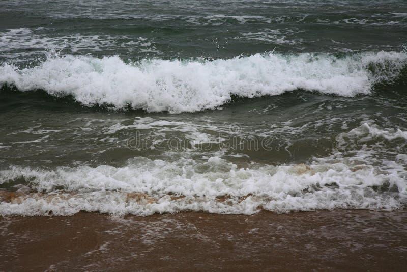 Άσπρα κύματα στη θάλασσα στοκ φωτογραφία με δικαίωμα ελεύθερης χρήσης