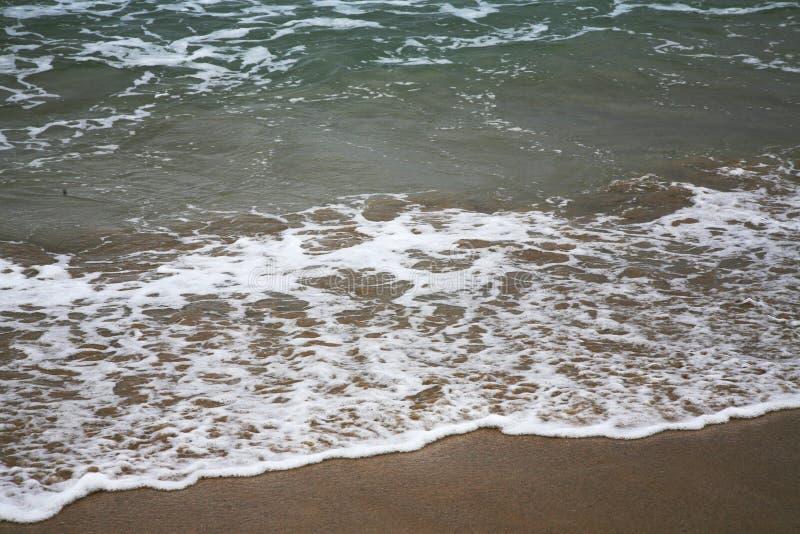 Άσπρα κύματα στη θάλασσα στοκ φωτογραφία