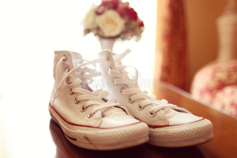 Άσπρα παπούτσια γόμμας στοκ εικόνα