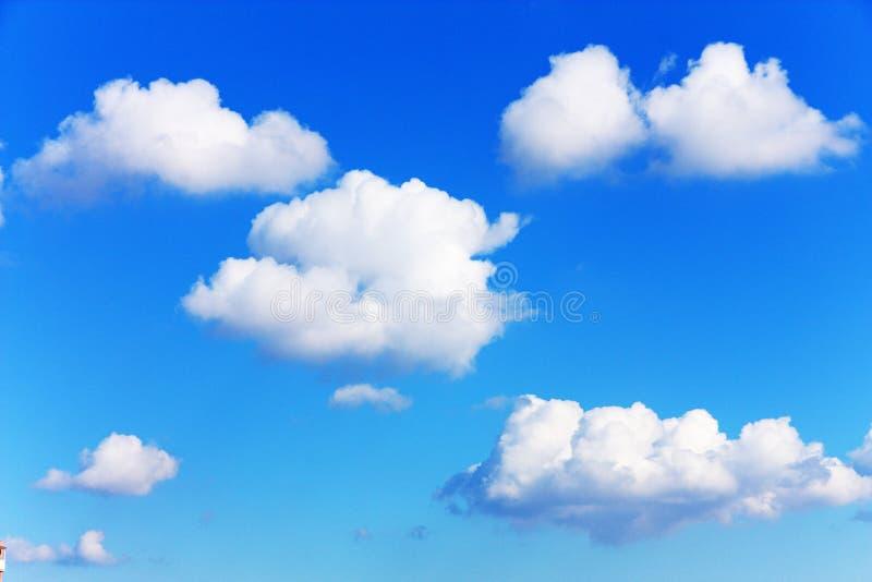 Άσπρα σύννεφα στοκ εικόνες