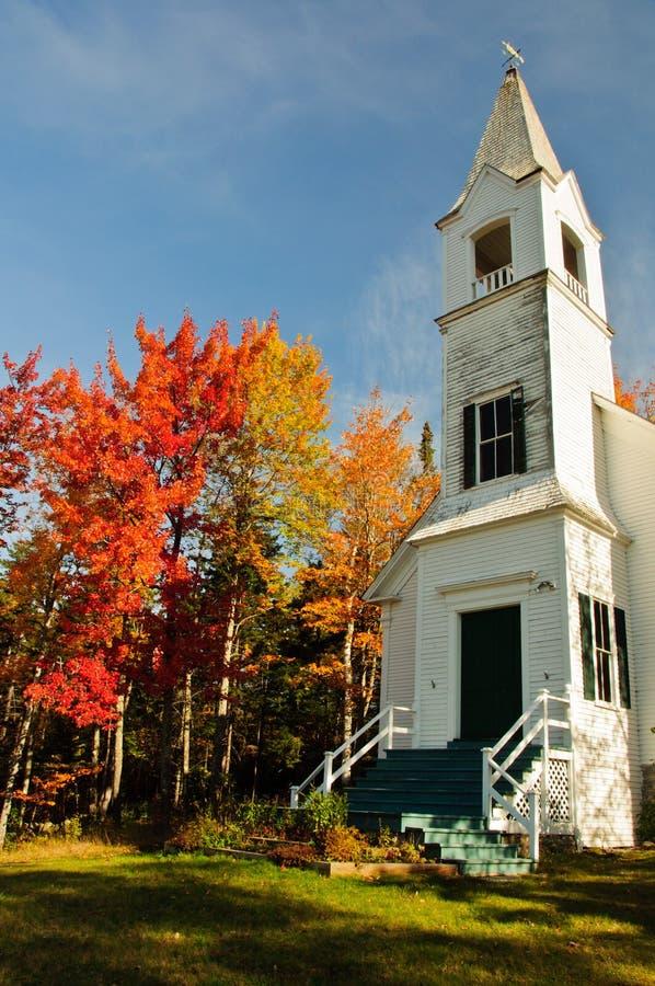 Άσπρα χρώματα εκκλησιών και πτώσης. στοκ φωτογραφίες με δικαίωμα ελεύθερης χρήσης