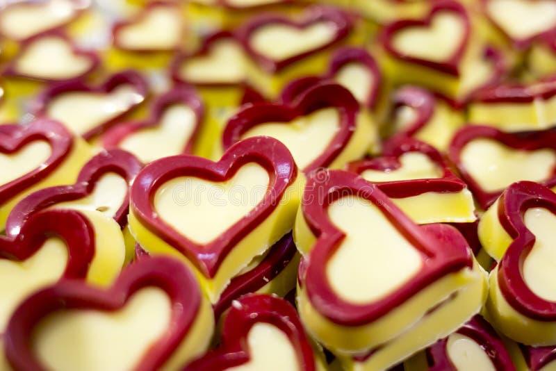 Άσπρες καρδιές σοκολάτας στοκ εικόνες