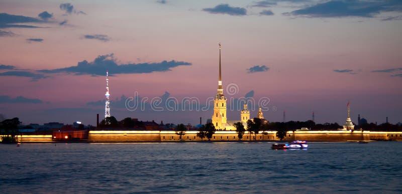 Άσπρες νύχτες, Άγιος-Πετρούπολη στοκ φωτογραφίες