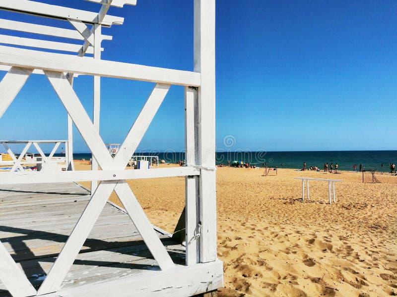 Άσπρες σανίδες στην άμμο στοκ εικόνες με δικαίωμα ελεύθερης χρήσης