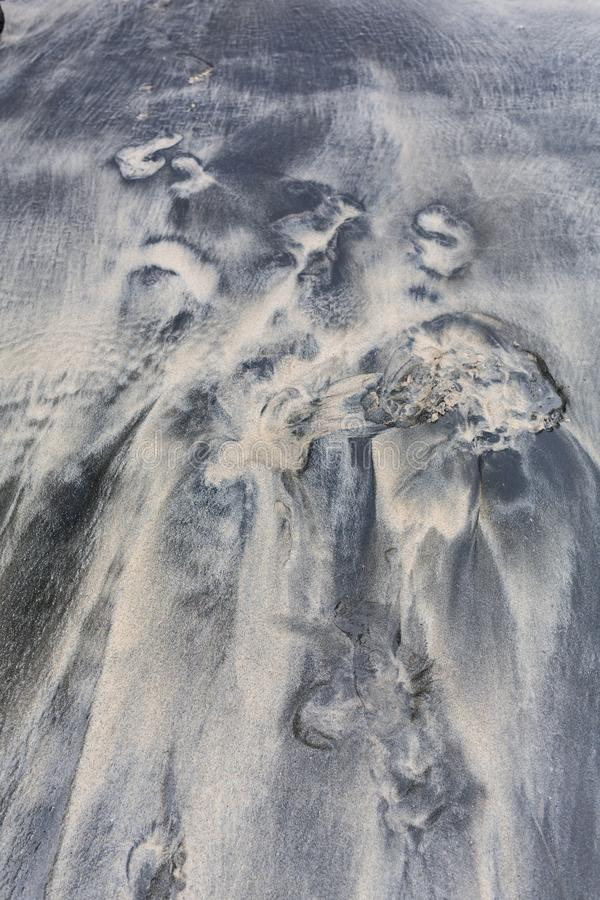 Άσπρη άμμου παραλιών φύσης υποβάθρου τυρκουάζ σαφής θάλασσας κυμάτων έννοια διακοπών άποψης νερού εναέρια στοκ φωτογραφία
