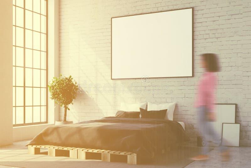 Άσπρη γωνία κρεβατοκάμαρων, στενή επάνω θαμπάδα αφισών ελεύθερη απεικόνιση δικαιώματος