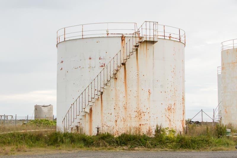 Άσπρη δεξαμενή αποθήκευσης αερίου στοκ φωτογραφία
