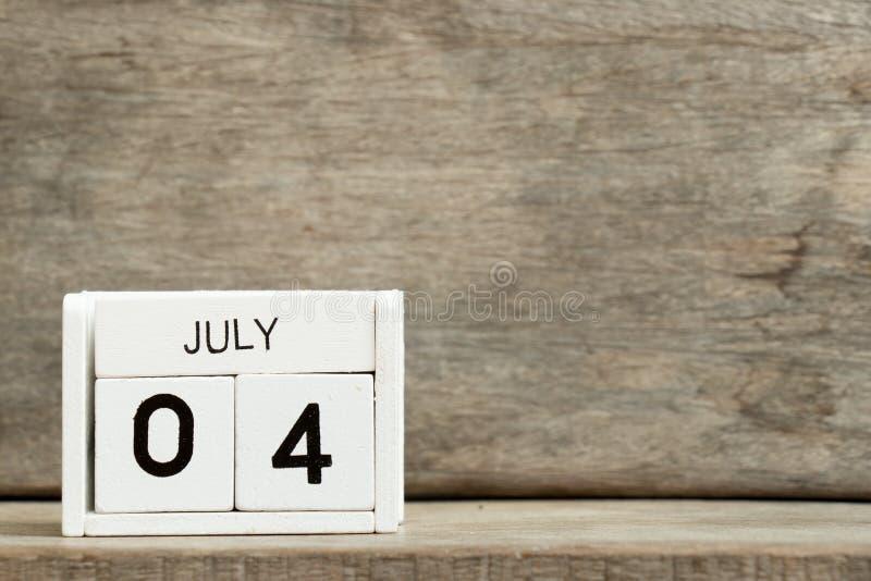 Άσπρη ημερολογιακή παρούσα ημερομηνία 4 φραγμών και μήνας Ιούλιος στοκ φωτογραφία με δικαίωμα ελεύθερης χρήσης