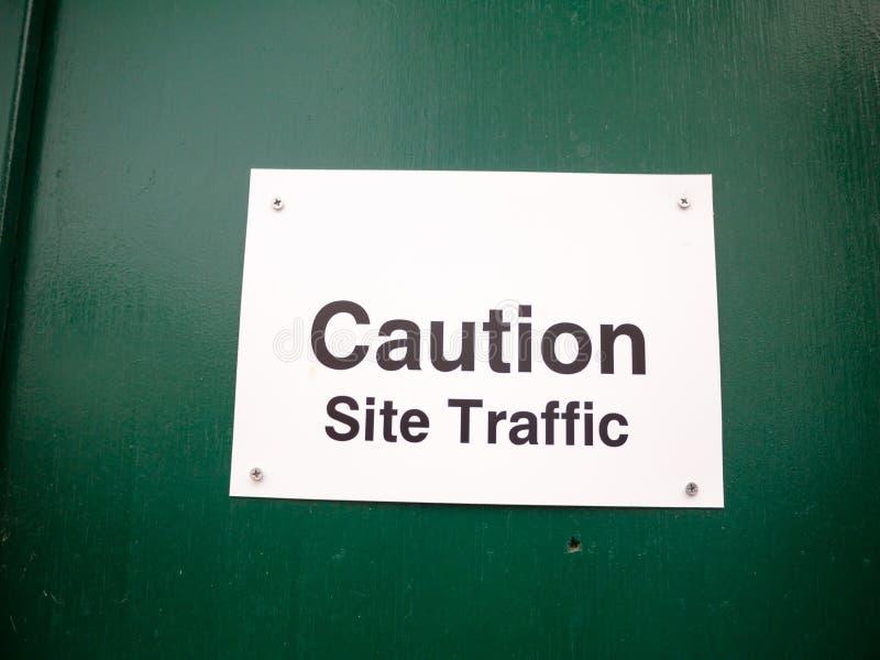 Άσπρη κατασκευή κυκλοφορίας περιοχών προσοχής προειδοποίησης αφισσών στοκ φωτογραφία με δικαίωμα ελεύθερης χρήσης