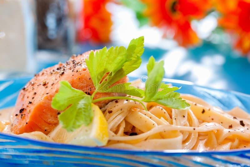 Άσπρη σάλτσα Fettucine στοκ εικόνα